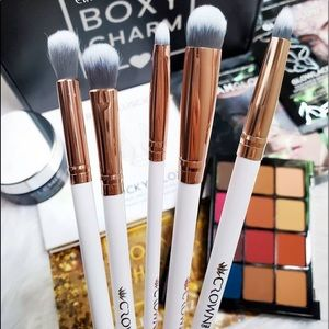 Luxe 5 Piece Shadow Brush Set by Crown